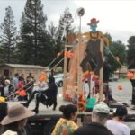 Video: El Teatro entertains crowds for Dia de los Muertos